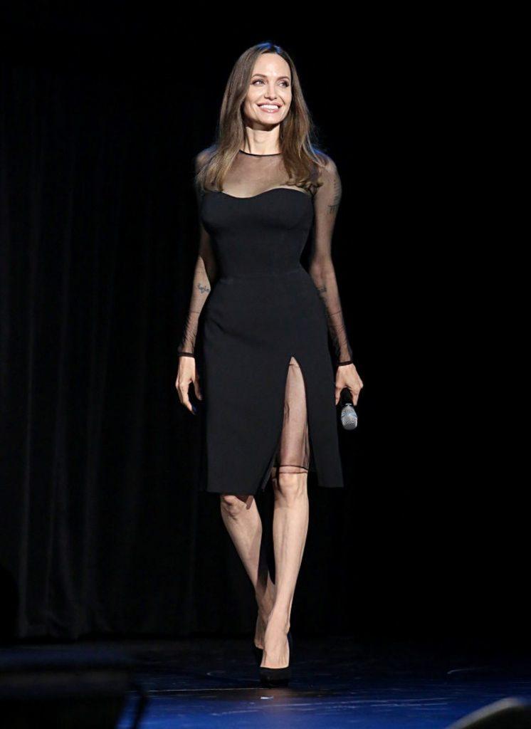 Анджелина Джоли черна рокля