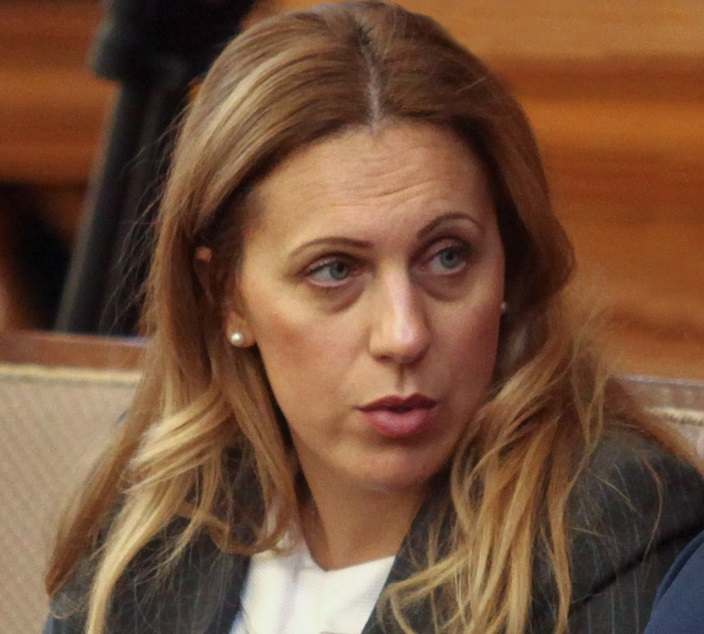 министър Николова