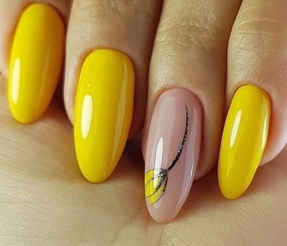 Нежен маникюр в жълто