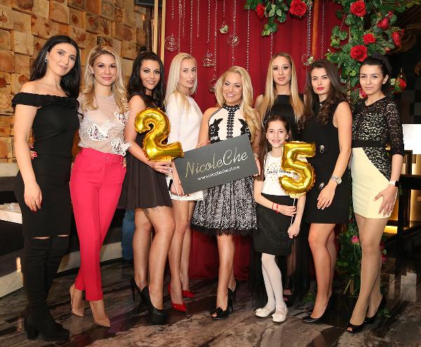 Никол Червенкова на 25