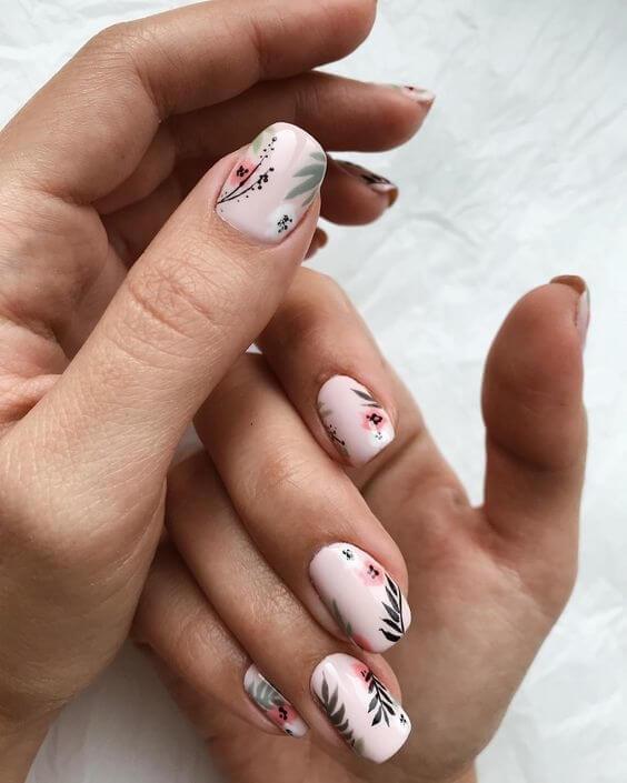 Флорален дизайн на къси нокти