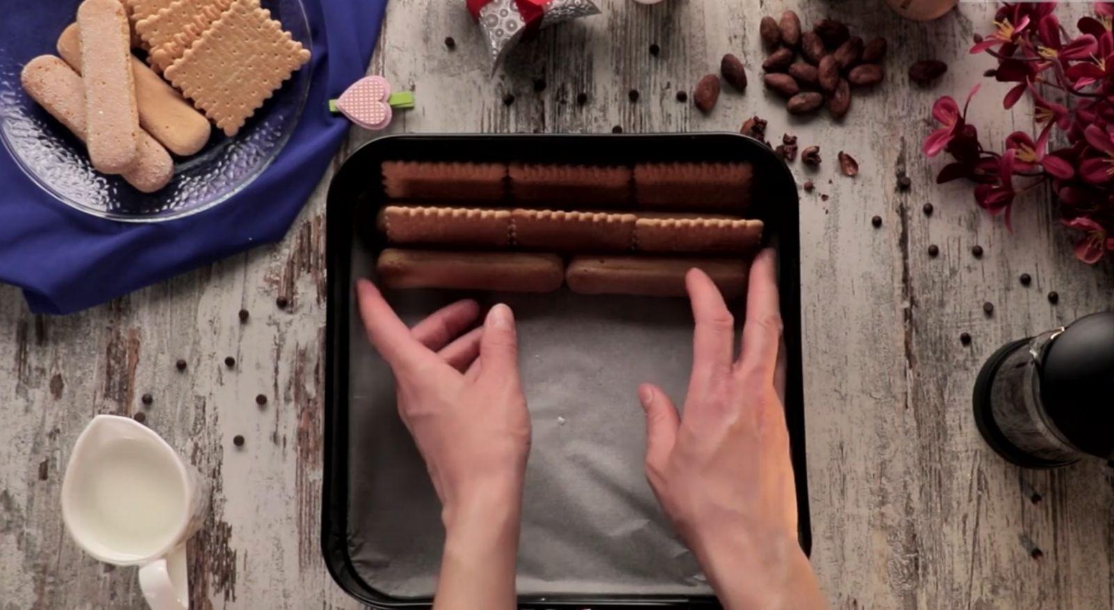 торта с бишкоти и бисквити