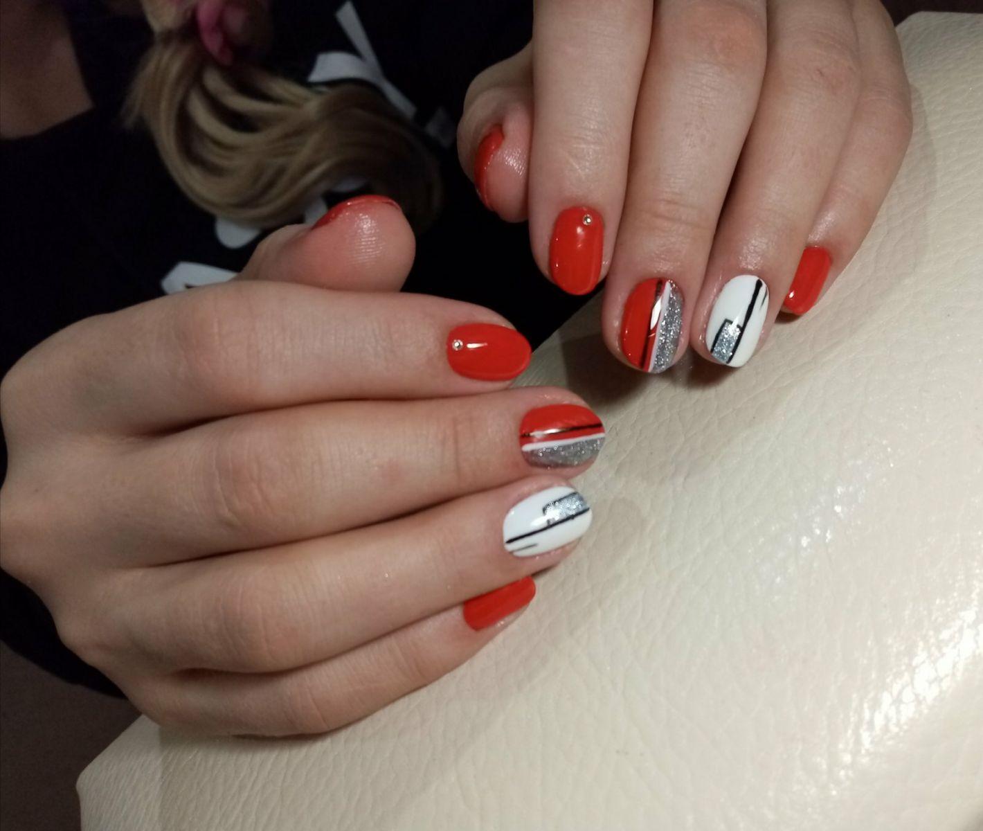 геометричен маникюр за къси нокти