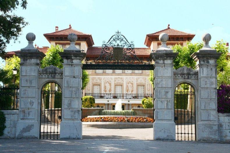 красив замък