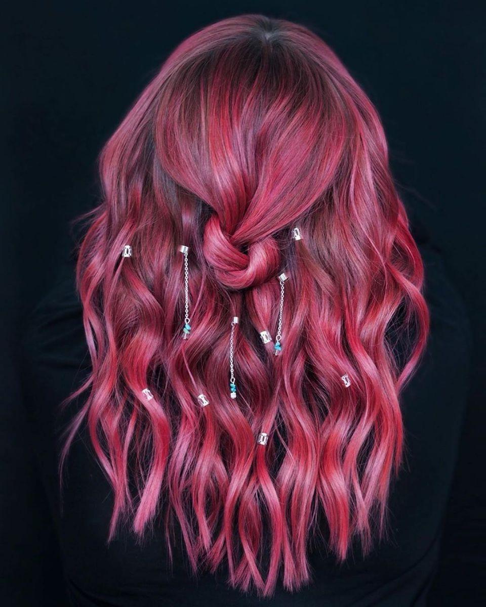 къдрици с аксесоари за коса