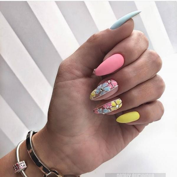 новостите на дизайна на ноктите за лятото