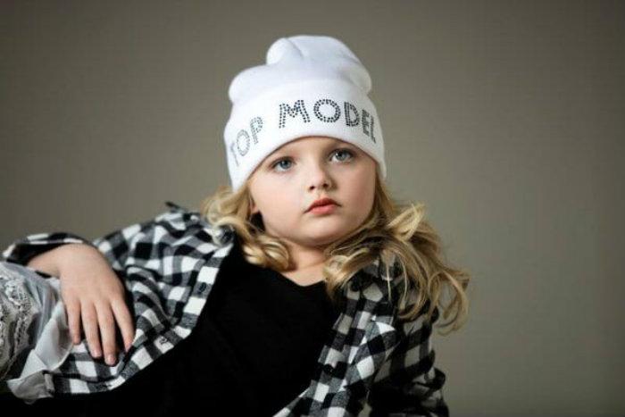 момиченце-модел