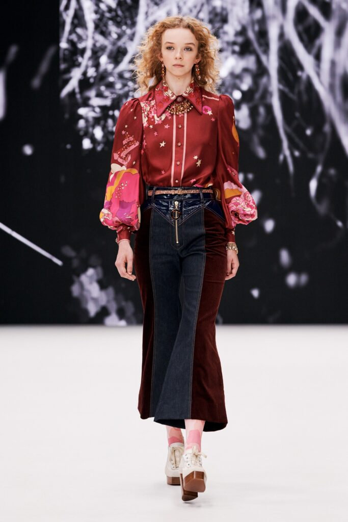 блуза с модерен принт