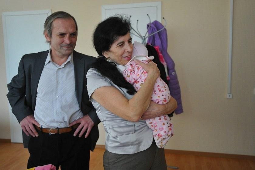 бебе възрастни родители