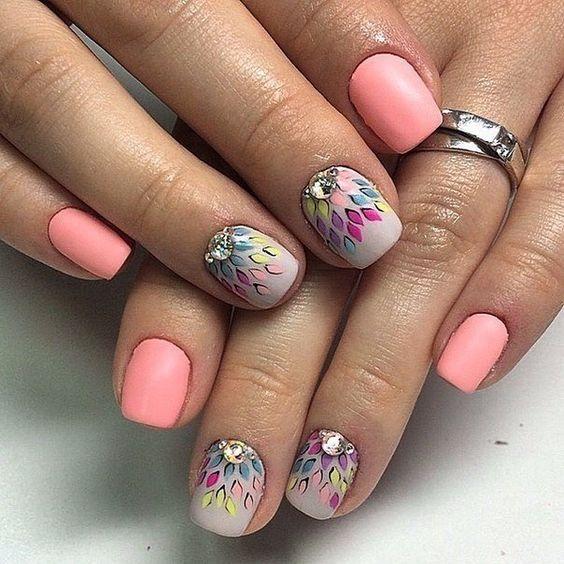 цветен розов маникюр