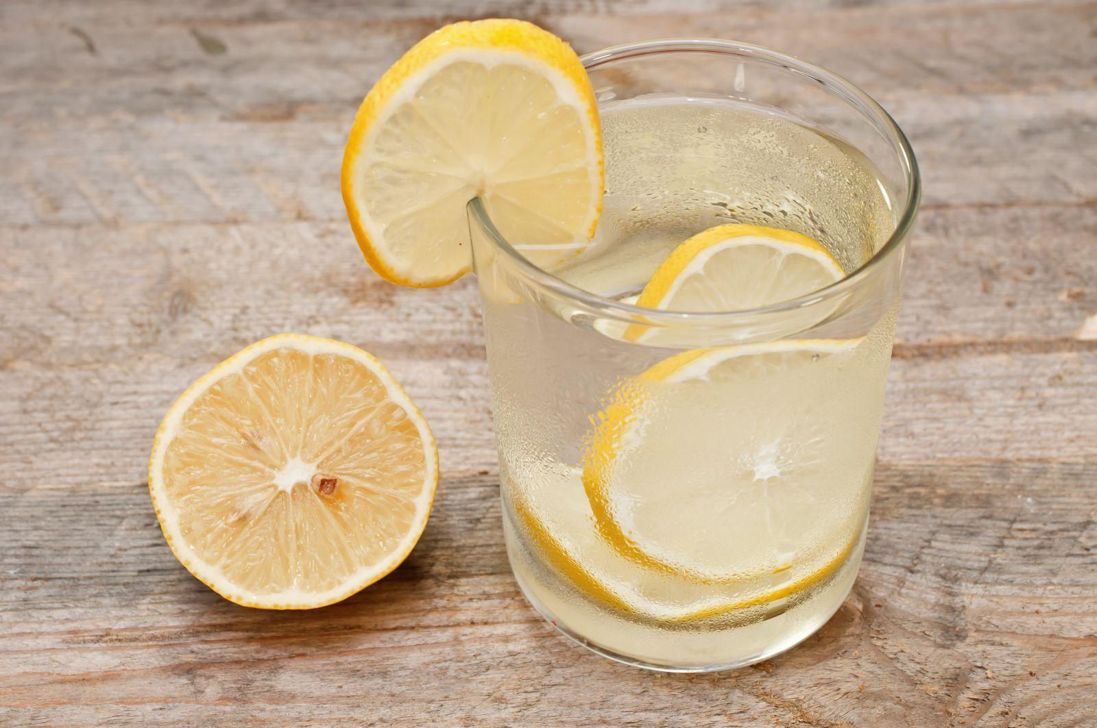 лимонена вода студена