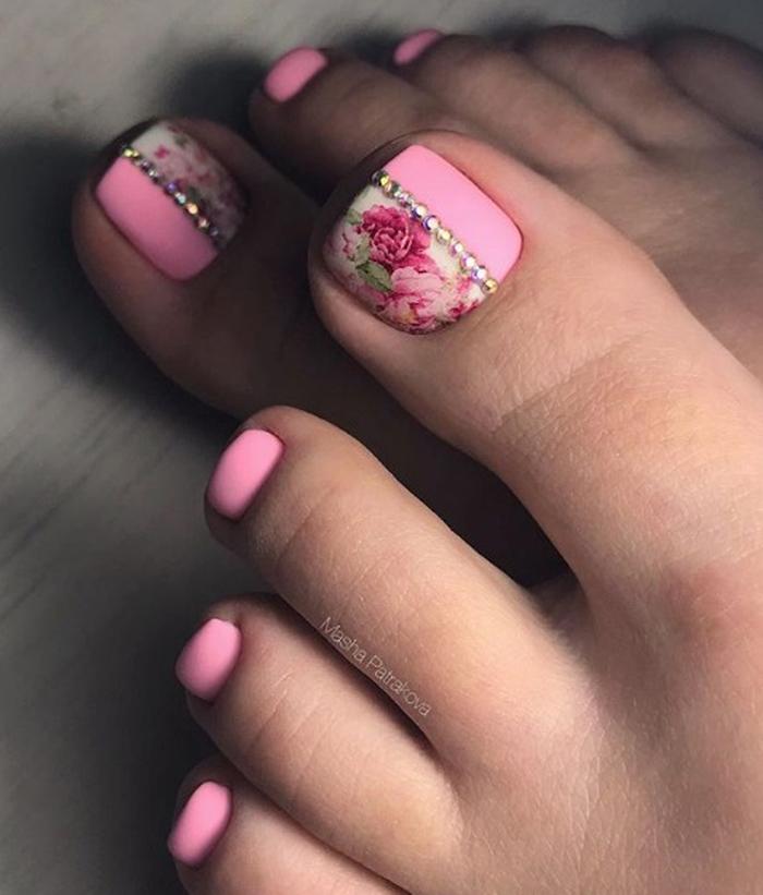 педикюр в розово