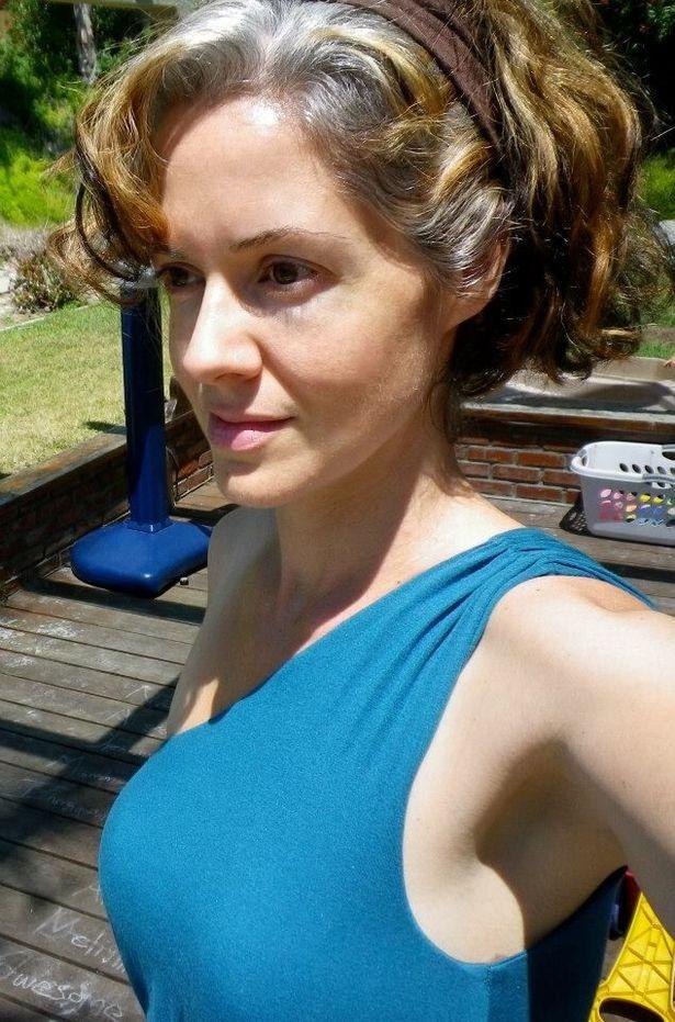 Жена със сиви коси