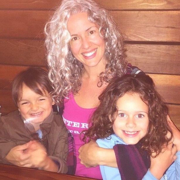 жена с децата си