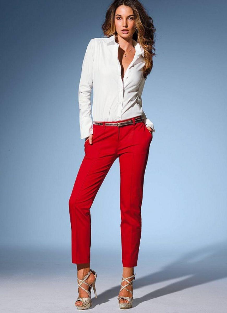 червен панталон