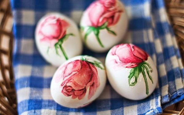 яйца с рози