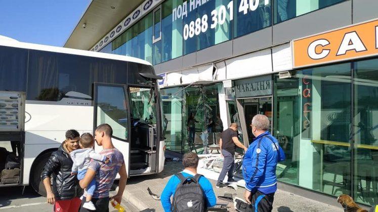автобус се разби