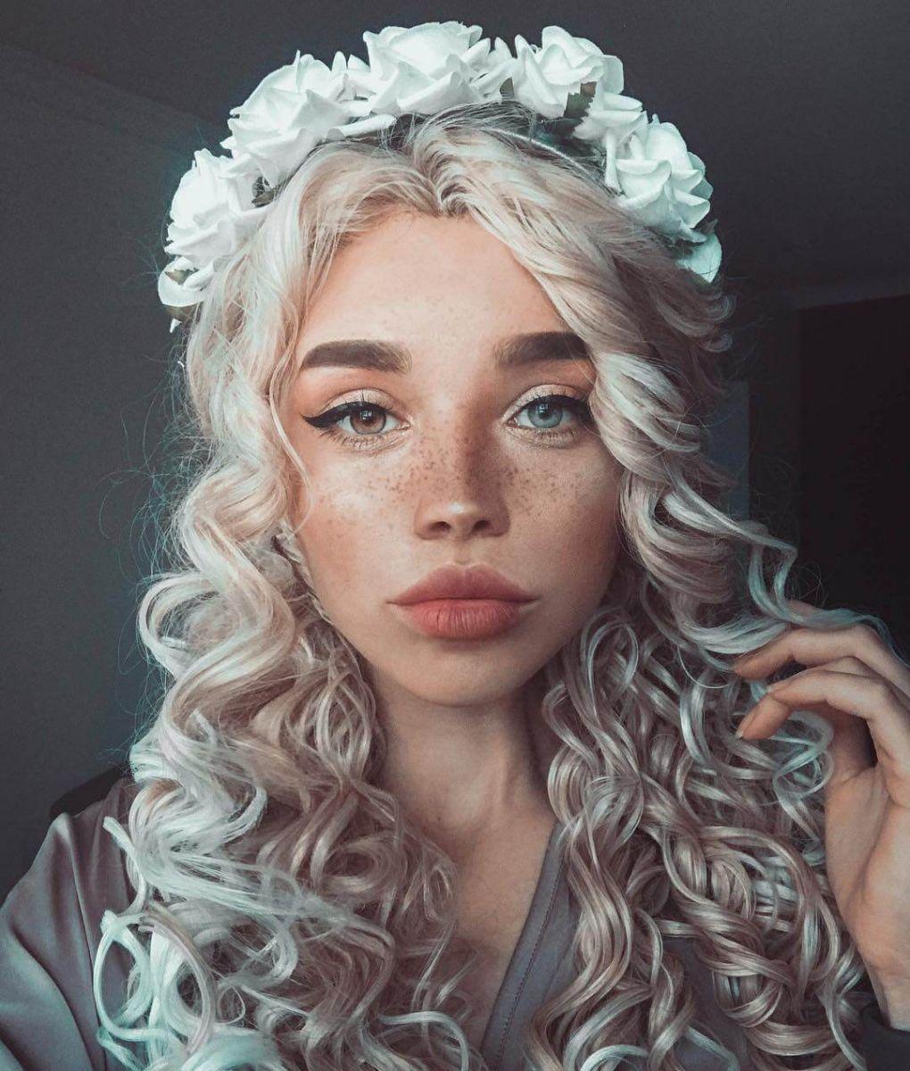 необичайно красива жена