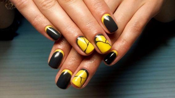 маникюр жълто и черно