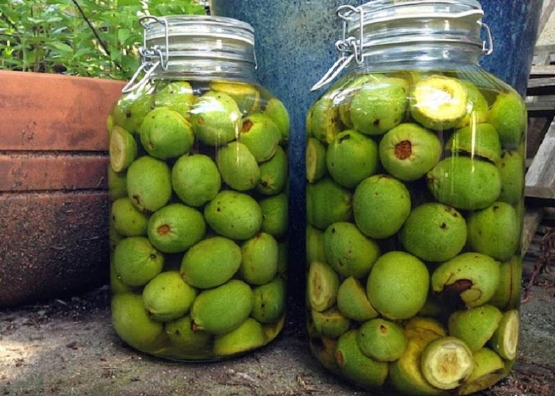 Как да си приготвите тинктура от зелени орехи