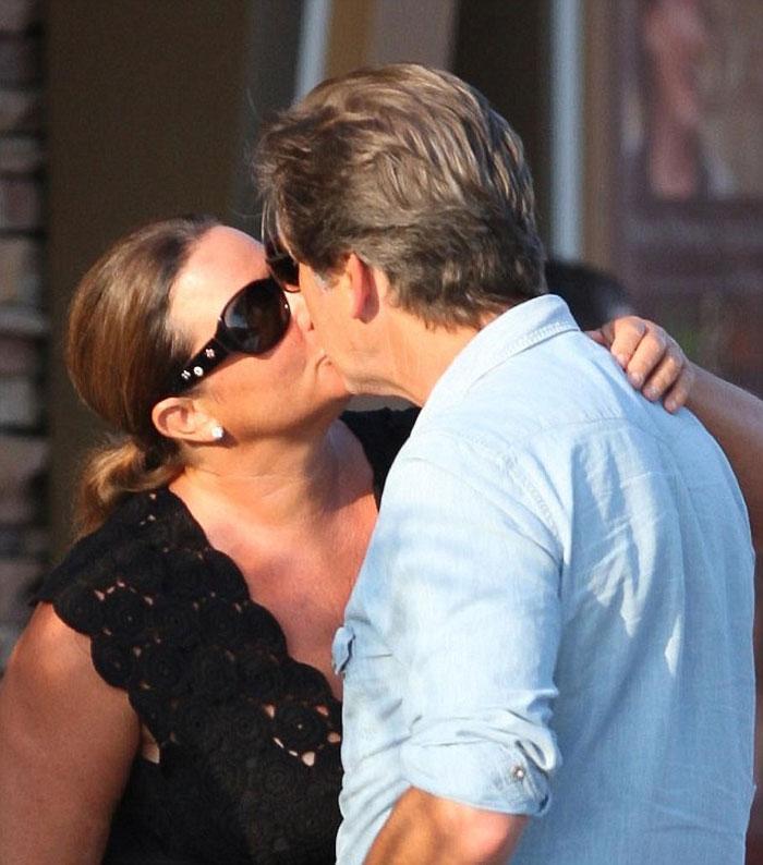 Пиърс Броснан влюбен в жена си