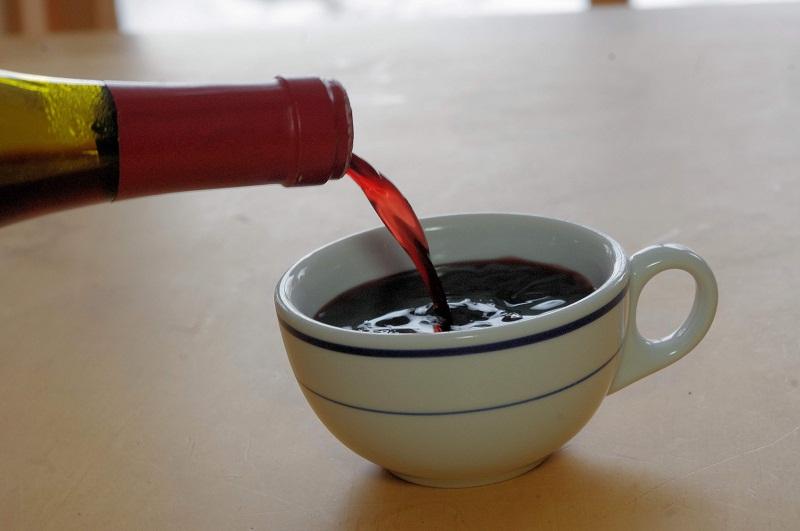 необичайно кафе с вино