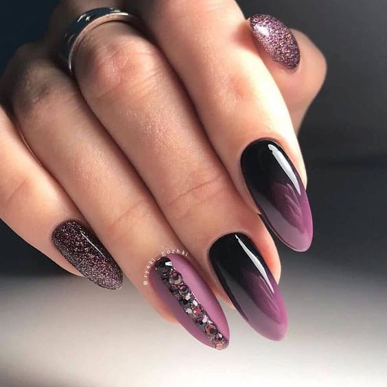 елегантен лилав маникюр
