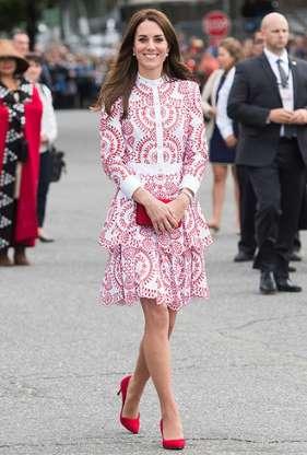 Кейт мидълтън рокля в бяло и червено