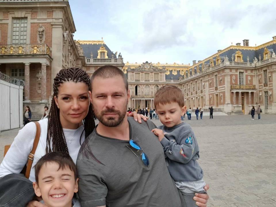 Кали със семейството си