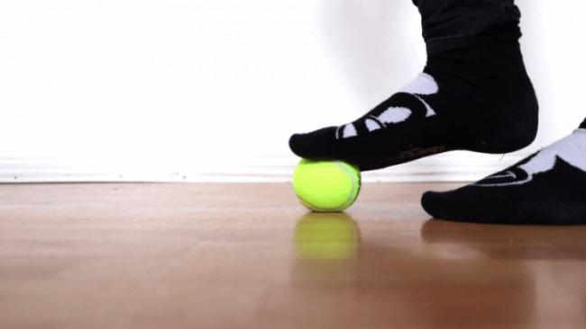 Упражнения с топка за краката