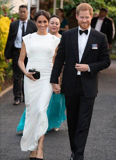 Меган Маркъл в бяла рокля
