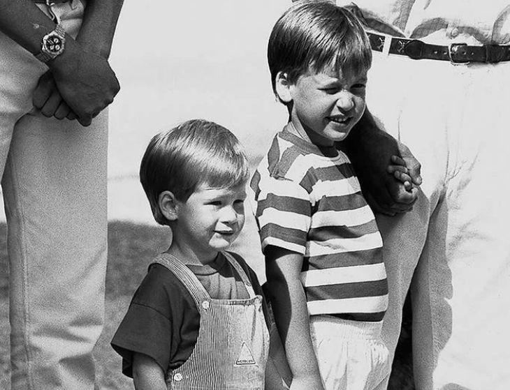 Уилям и Хари като малки