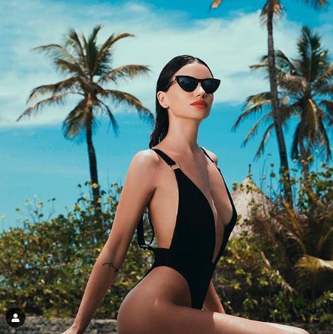 Диляна Попова на плажа