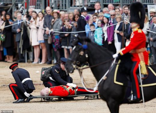 ранен мъж на парада