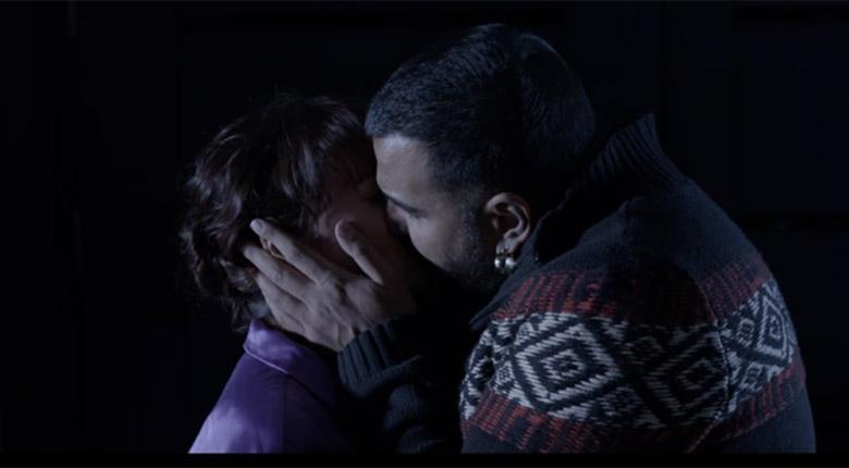 Азис целува Рут Колева