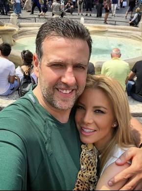 Емилия със съпруга си