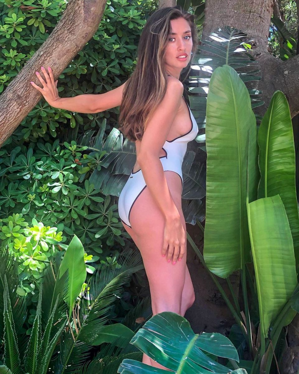 Саня Борисова цял бански