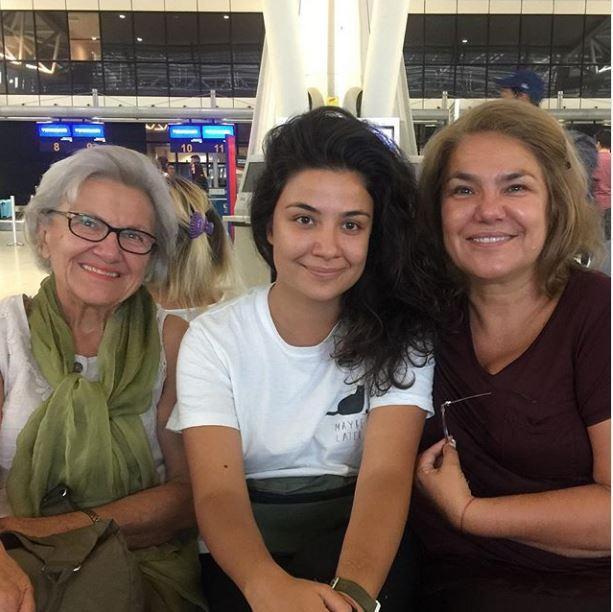 Марта Вачкова и Рада на летището
