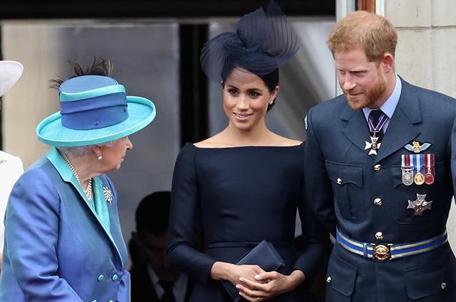 кралицата с Меган и Хари