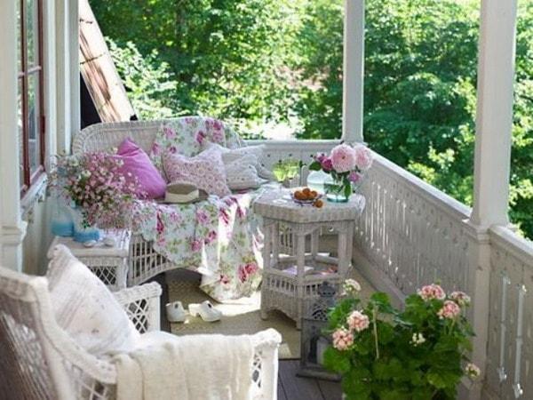плетен диван