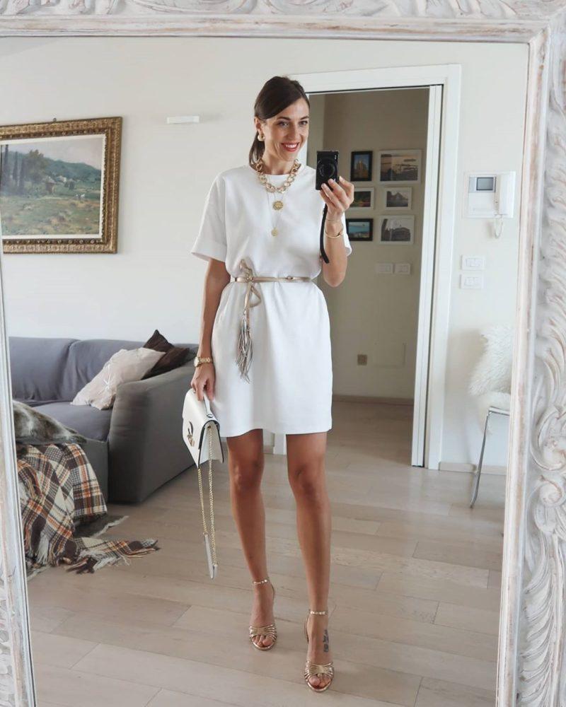 семпла бяла рокля
