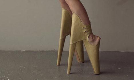 безумни обувки