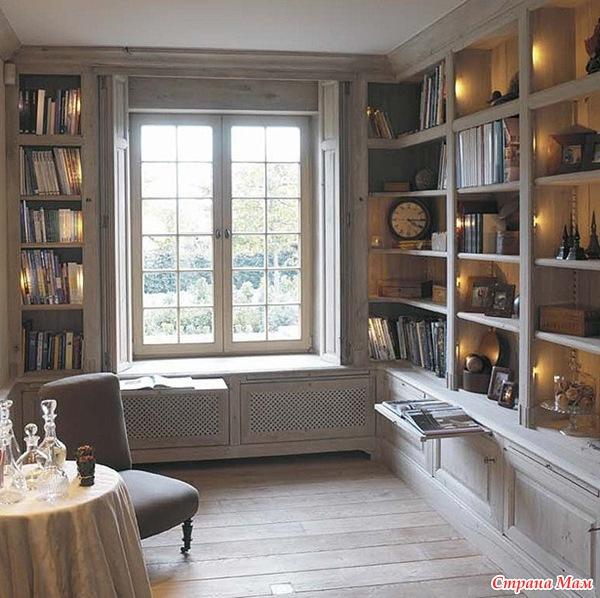 голяма библиотека до прозореца