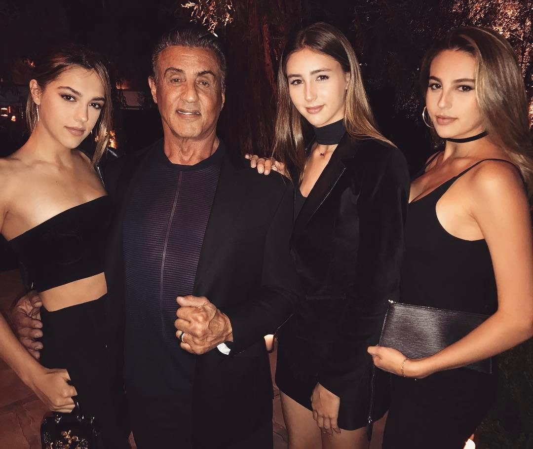 Рамбо с дъщерите си
