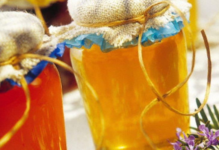 пчелен мед в буркан