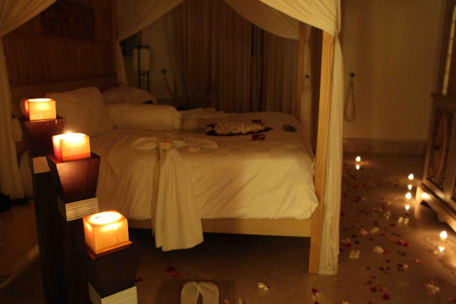 фото спальни при свечах отсылала