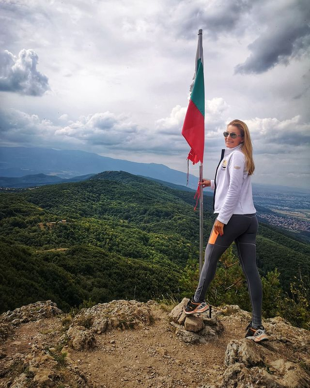 Николета Маданска знаме