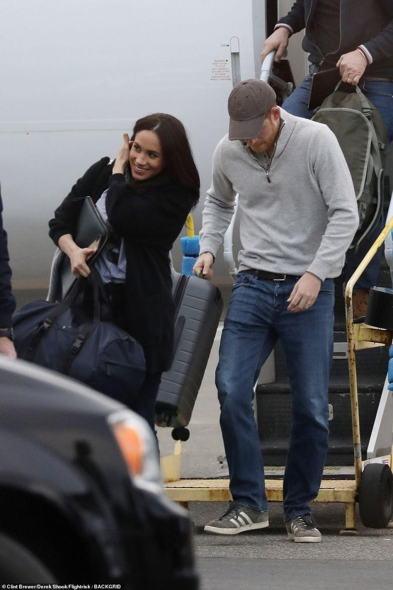 Меган и Хари летище