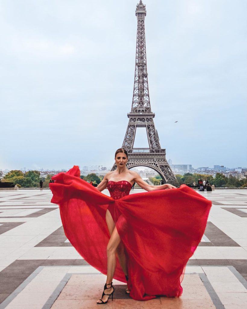 красива баба в Париж