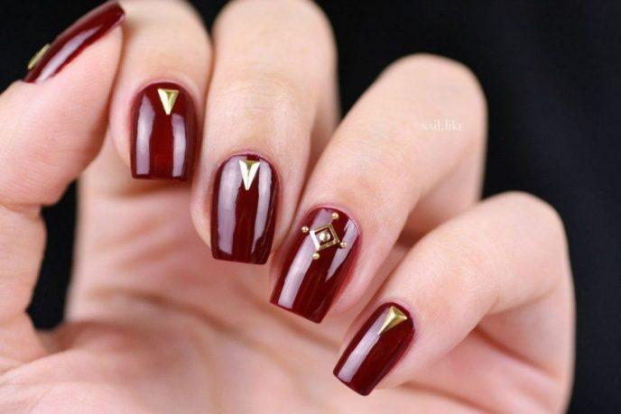 лилаво и златно на ноктите